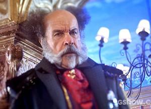 Epa não quer nem pensar em um romance do filho coma ruiva (Foto: Meu Pedacinho de Chão/TV Globo)