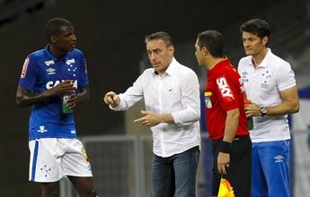 "Bruno Ramires recebe incentivo de Paulo Bento: ""Sempre jogar pra frente"""