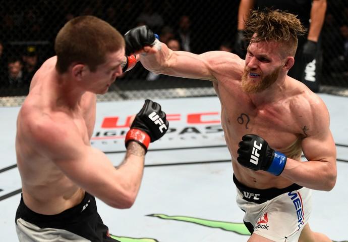 Emil Meek x Jordan Mein UFC 206 (Foto: Getty Images)