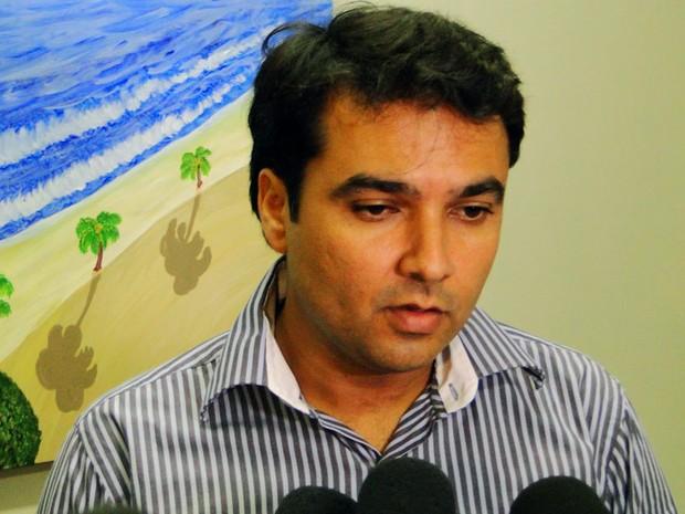 Delegado titular da Delegacia Especializada em Falsificações e Defraudações, Júlio Costa, confirmou que investigação prossegue (Foto: Ricardo Araújo/G1)
