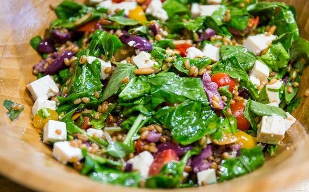 Receitas da Carolina - Ep. 9 - Salada de trigo mediterrnea (Foto: Robert Schwenck)