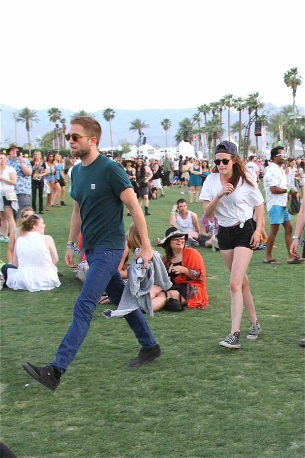 Kristen Stewart e Robert Pattinson no Coachella (Foto: Agência/ Splash News)
