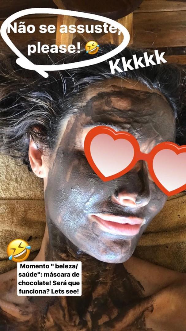 Patricia Poeta fazendo graça de máscara facial (Foto: Reprodução/Instagram)