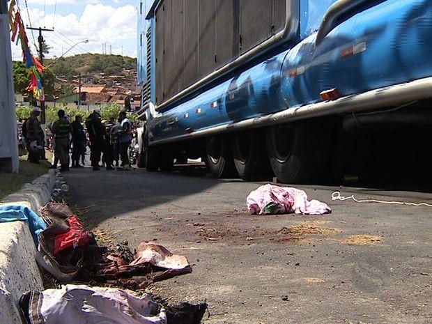 Acidente com trio matou duas crianças e feriu 20 (Foto: Reprodução TV Sergipe)