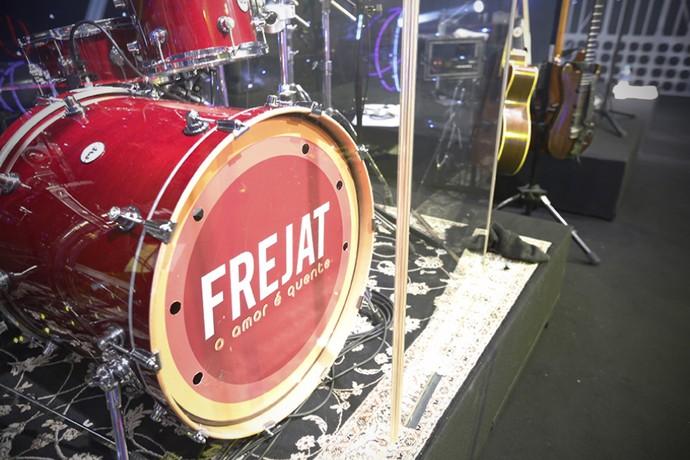 E tem show de qualidade na área: Frejat! Detalhe da bateria da banda... (Foto: Raphael Dias/Gshow)