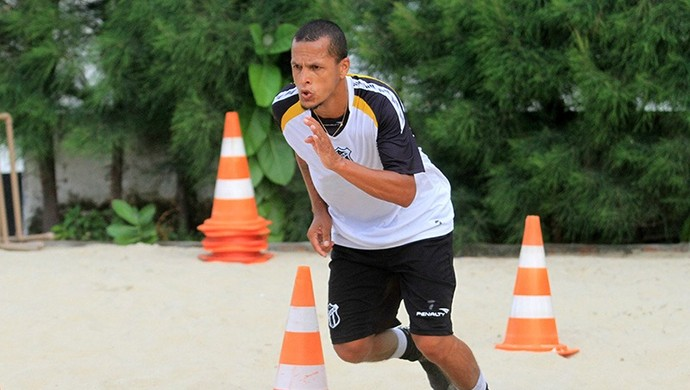Meia Souza treina e é apresentado em Porangabuçu (Foto: Divulgação/CearáSC.com)