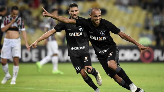429274fbaa Fluminense x Botafogo - Campeonato Brasileiro 2017-2017 ...