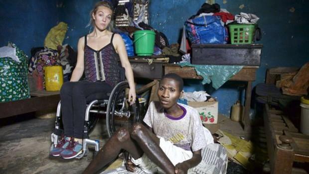 Sophie Morgan visitou Gana para um documentário sobre a vida em Gana para pacientes com deficiência: alguns deles vivem no mesmo quarto há 15 anos (Foto: Bernd Settnik/DPA/AFP)