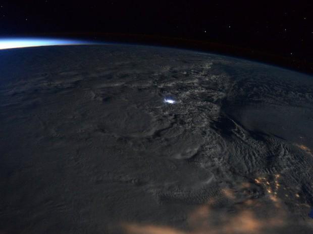 O astronauta Scott Kelly, a bordo da Estação Espacial Internacional, fez imagem da tempestade de neve vista do espaço  (Foto: Reprodução/Twitter/Scott Kelly)