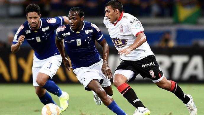 Ramon Abila, Leo e Willians, Cruzeiro x Huracán-ARG (Foto: Getty Images)