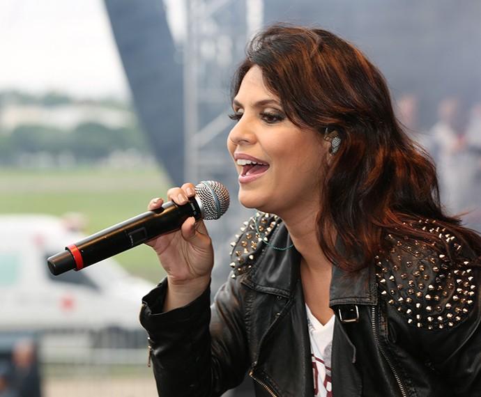 Aline Barros levantou o público durante o Festival Promessas (Foto: Carol Caminha/Gshow)