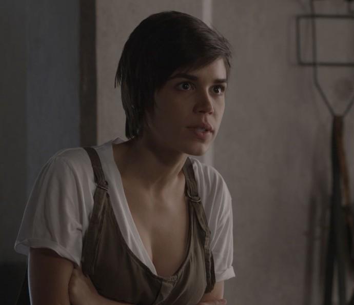 Leila planeja pegar o celular de Carolina para descobrir a verdade (Foto: TV Globo)