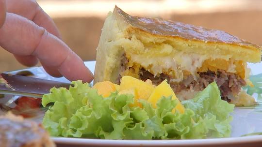 Aprenda a fazer uma deliciosa torta de carne seca com abóbora cozida