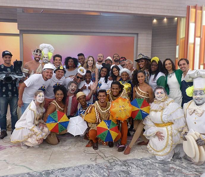 Andreoli e Ana Furtado com todos os convidados do programa  (Foto: Cristina Cople/Gshow)