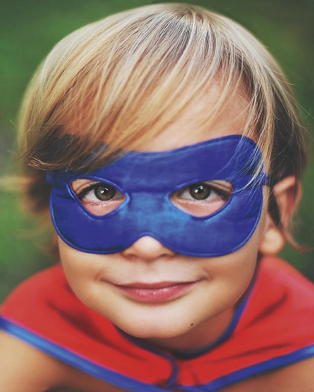 criança super heroi (Foto: Adriana Varela / Getty Images)