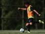 Desfalque na quarta, Camilo treina nos reservas e pode ficar fora de amistoso