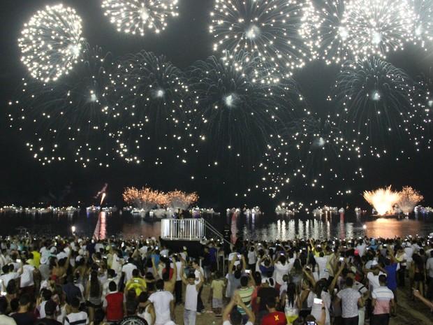 Cerca de 100 mil pessoas prestigiaram queima de fogos (Foto: Suelen Gonçalves/G1 AM)