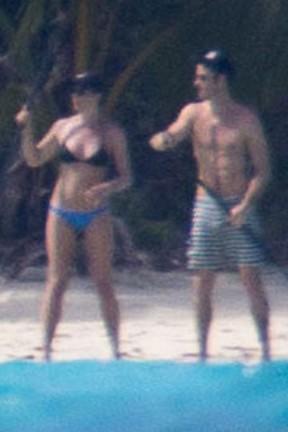 Jennifer Aniston e Justin Theroux durante lua de mel em Bora Bora (Foto: Grosby Group/ Agência)