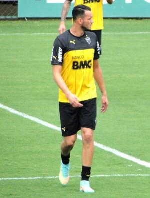 Rever, treino Atlético-mg (Foto: Léo Simonini)