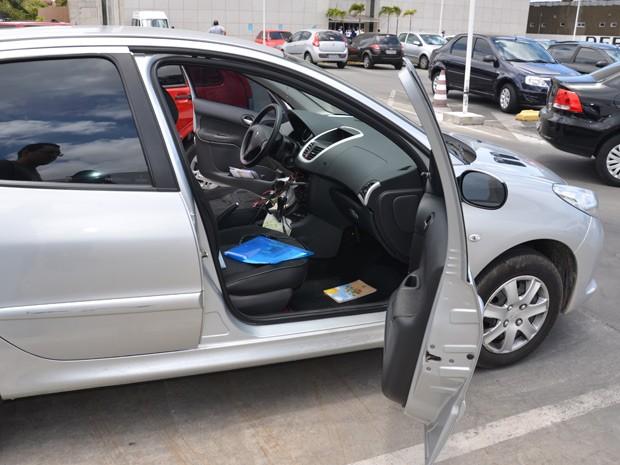 De acordo com marido da vítima, furto do veículo aconteceu em espaço de tempo de três minutos (Foto: Walter Paparazzo/G1)