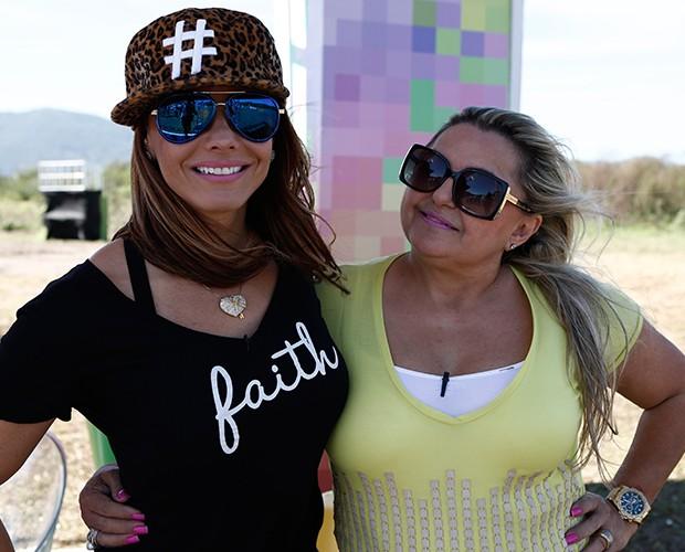 Viviane Araújo e sua amiga Sônia (Foto: Fábio Rocha / Gshow)