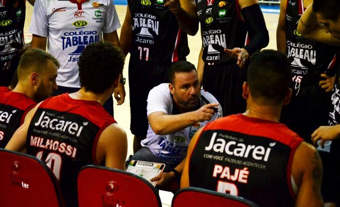 Deco Barreto técnico Jacareí Basquete (Foto: Danilo Sardinha/GloboEsporte.com)