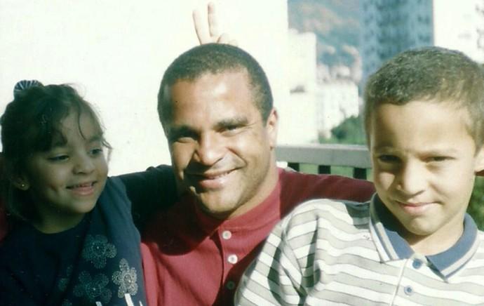 Rodrigo Moreno, pai e irmã (Foto: Facebook)