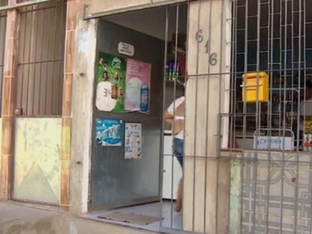 Cabo da PM teria reagido a assalto e foi assassinado em Jaboatão (Foto: Reprodução/TV Globo)