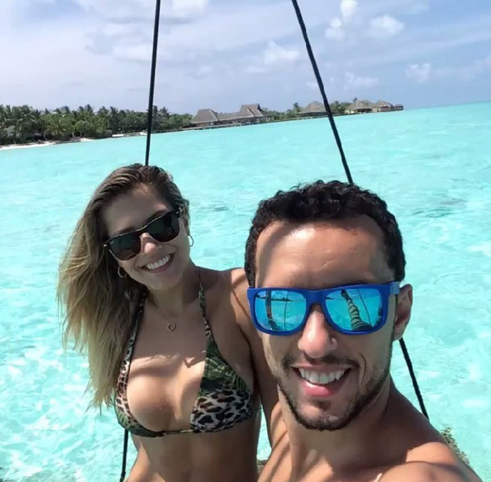 Nenê e a esposa nas Ilhas Maldivas (Foto: Reprodução )