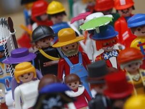 Playmobil são retratados em uma fábrica da Geobra Brandstaetter em Zirndorf, perto de Nuremberg, Alemanha (Foto: Ralph Orlowski/Reuters)