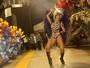 De biquininho, Mendigata rouba a cena em desfile da Gaviões