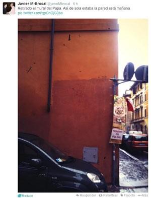 Imagem postada pelo jornalista Javier M-Brocal mostra muro pintado onde estava o grafite (Foto: Javier M-Brocal/Twitter)