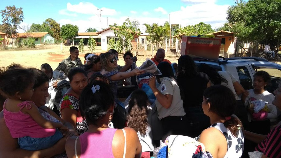 Cerca de 100 famílias receberam os agasalhos e roupas (Foto: Thiago Vladmir/Arquivo Pessoal)