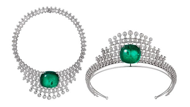 One 140.21-carat square-shaped cabochon-cut emerald from Colombia has been made into a necklace which transforms into a tiara. It is set with white gold and brilliant-cut diamonds. (Foto: CARTIER)