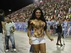 Solange Gomes capricha no decote para ir a ensaio técnico