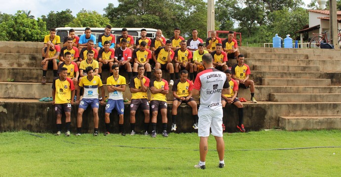 Fabiano Borba e elenco do Capital FC (Foto: Nelio Soares/GloboEsporte.com)