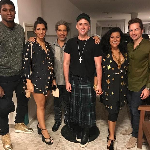João Pedro Januário, Benedita, Estevão Ciavatta, Paulo Gustavo, Regina Casé e Thales Bretas (Foto: Instagram/ Reprodução)