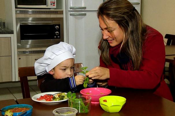 Oficina de alimentação infantil (Foto: Reprodução/RBS TV)