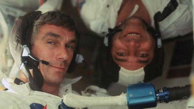 O comandante da Apollo 17 Ronald Evans e o astronauta Gene Cernan a caminho da Lua (Foto: Nasa/Project Apollo Archive)