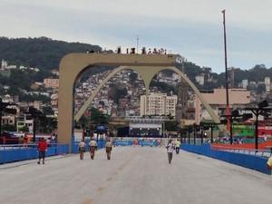Abertura do Sambódromo no domingo (10) para o desfile das escolas do Grupo Especial (Foto: G1)
