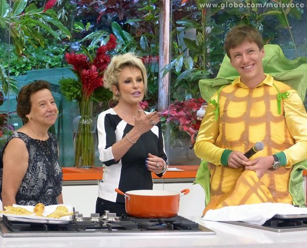 Dona Teresinha faz seus pasteis no Mais Você (Foto: Mais Você/TV Globo)