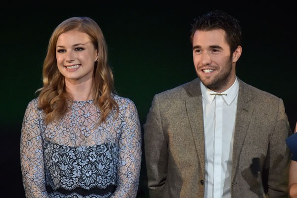 Emily VanCamp e Josh Bowman (Foto: Getty Images)