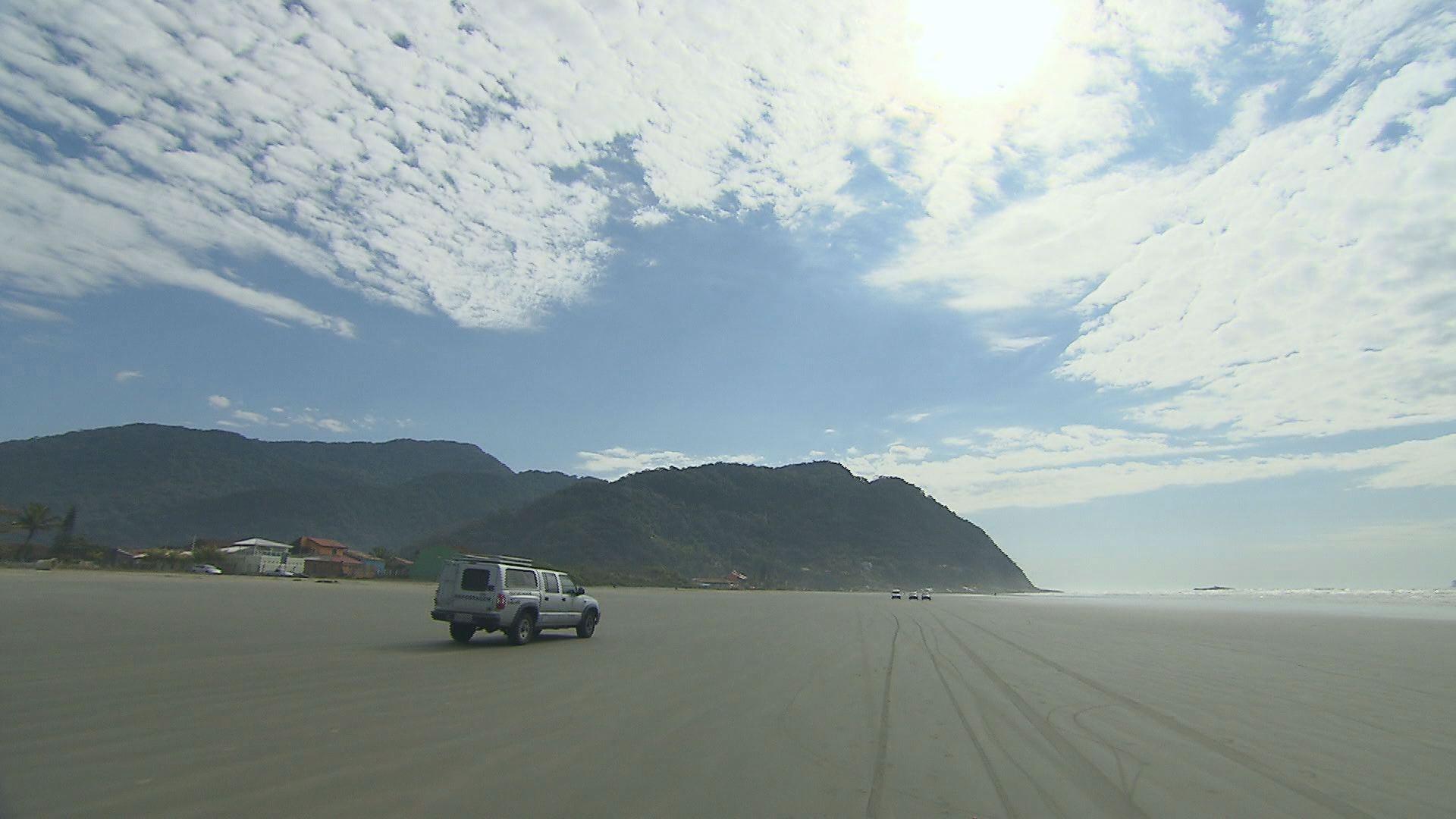Produção do programa Rota do Sol em Peruíbe (Foto: Reprodução / TV Tribuna)