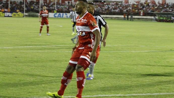 Atacante do CRB, Zé Carlos recebe terceiro amarelo (Foto: Júnior de Melo/Divulgação CRB)