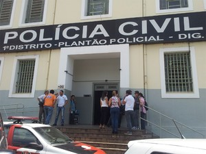 Padrasto do menino Joaquim, o técnico de informática Guilherme Longo, presta depoimento na Delegacia de Investigações Gerais de RIbeirão Preto (Foto: Fernanda Testa/G1)