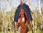 Gêmeas posam para ensaio sensual após estreia no Carnaval da Beija-Flor