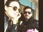 Isis Valverde publica foto ao lado do namorado, Uriel Del Toro: 'Casal rock'