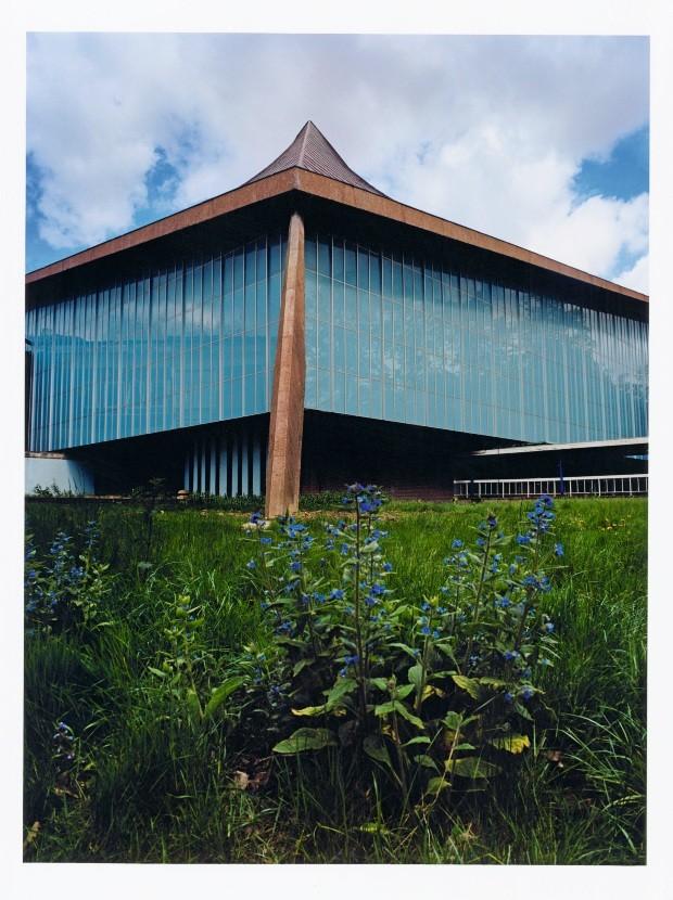 cv 375 antena museu (Foto: Alamy/Glow Images (retrato John Pawson), Koto Bolofo (edifício), Luke Hayes (retrato Deyan Sudjic) e divulgação)