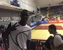 Fã de Marcelinho e LeBron, Vinicius Jr. vê Fla no NBB e ganha carinho dos fãs