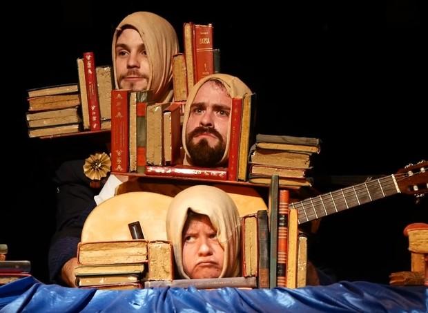 No Livro Tudo Tem: peça fala da importância da leitura (Foto: Divulgação/ Kelly Santos)